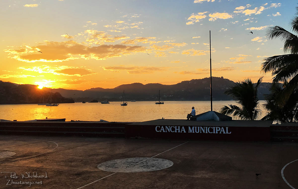 Sunrise from the Cancha Municipal, Zihuatanejo